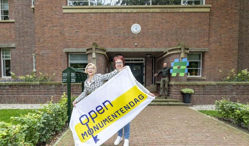 Van links naar rechts: Liesbeth van de Zand, collega-bestuurslid Tineke Verbakel en bewoner van de appartementen Ton van der Poel.