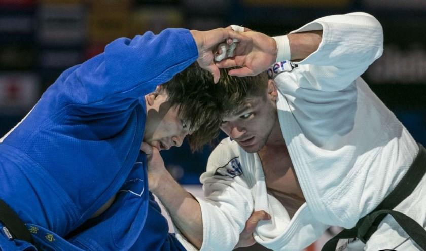 Noël van 't End (r) verslaat de Japanner Mukai in de finale WK Judo 2019 tot 90 kilo. Foto: International Judo Federation
