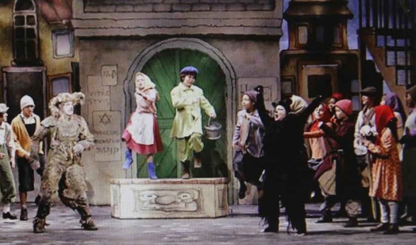 Een scène uit de opera Brudibar, opgevoerd in New York.