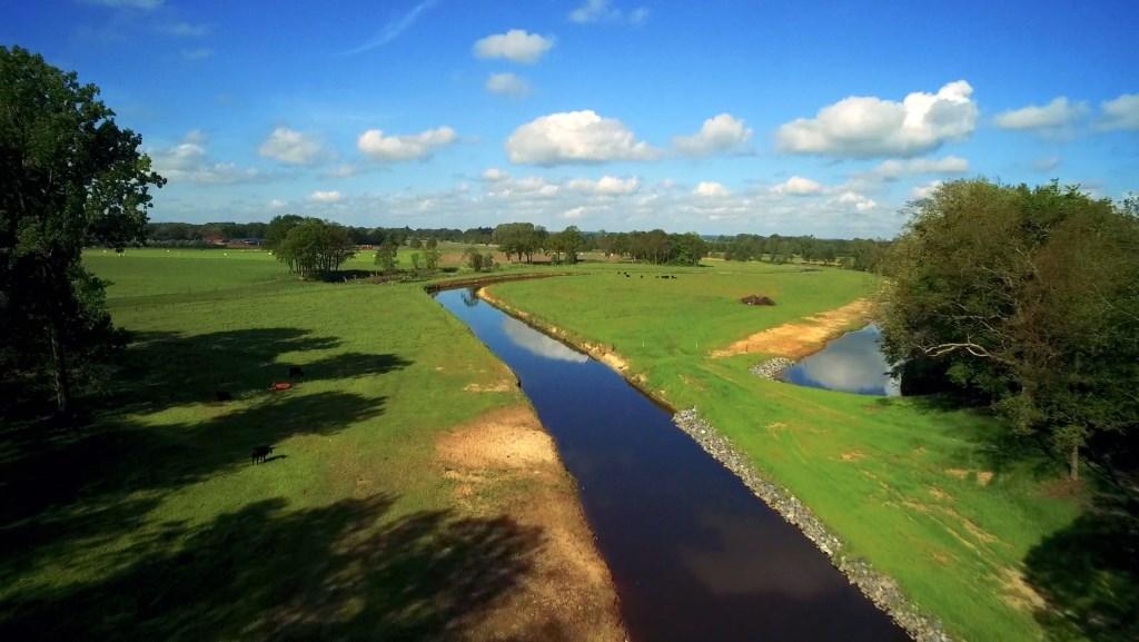 Er is de afgelopen 18 maanden hard gewerkt langs de Regge om de rivier weer te laten meanderen.    © DPG Media