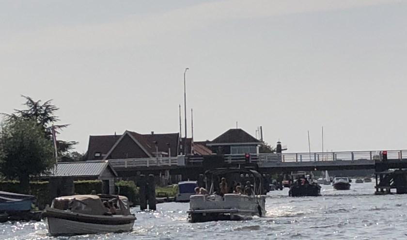 Spitsuur bij de Weteringbrug over de Ringvaart.