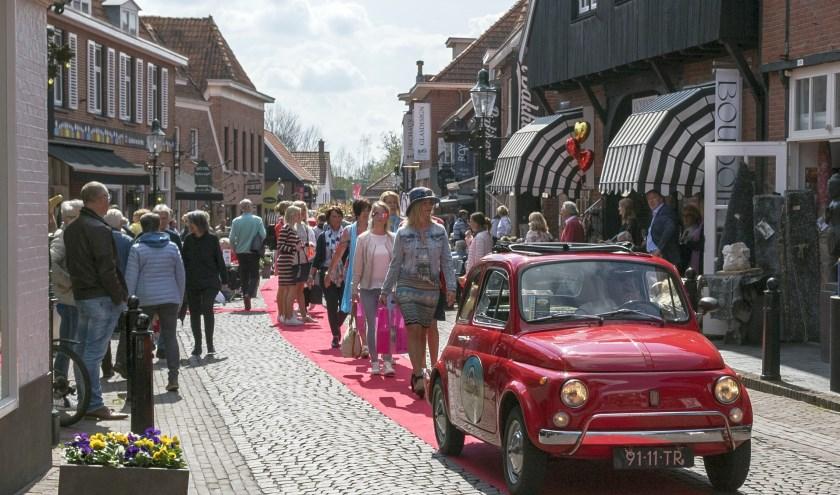 In Ootmarsum wordt zondag tijdens Fashion Sunday de rode loper uitgerold.