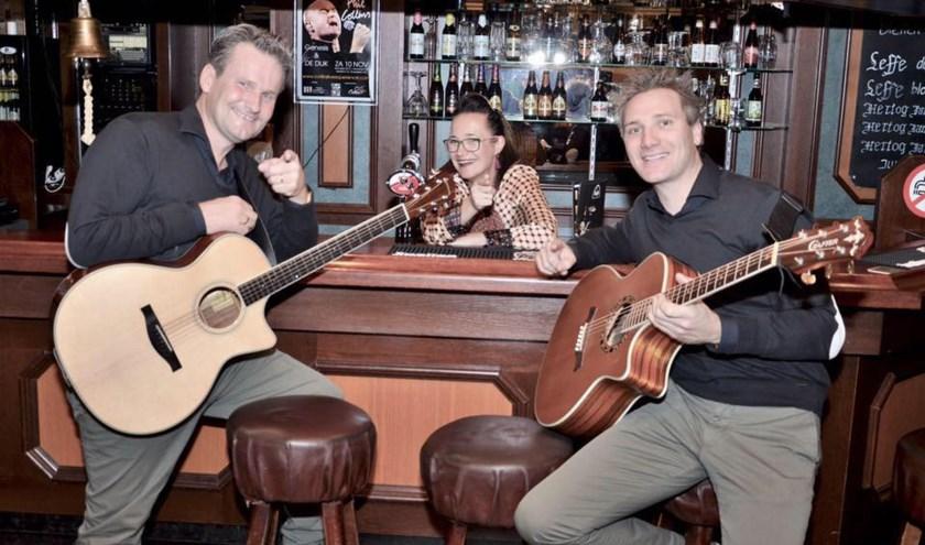 De band 'Sway' met van links naar rechts Menno Kuijpers, Sonja van den Hoven en Martijn van den Meijdenberg.Kom op zondag 22 september nog even lekker 'nazomeren' met akoestische muziek.