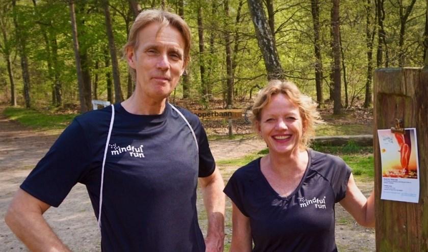 Jolanda de Bruin en Dennis Leemeijer van Mindful Run Harderwijk. (Foto: Jakob Schuiringa)