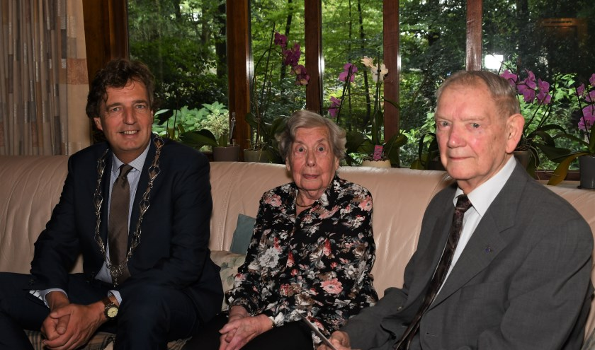Burgemeester René Verhulst feliciteerde het echtpaar met deze mijlpaal.
