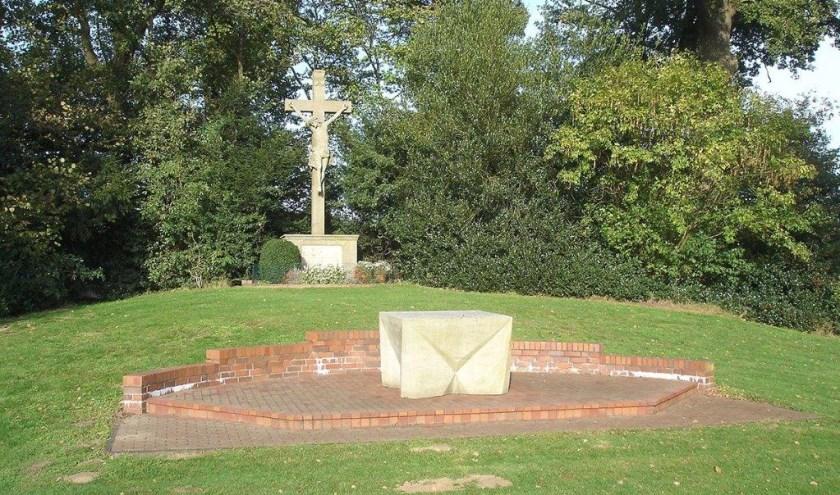 Herdenkingsteken dicht bij de plaats van de Kreuzkapelle. Foto Jos Wessels