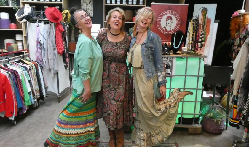 De dames Clara, Sonja en Babbette zijn echte liefhebbers van vintagekleding