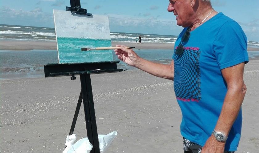 Wim van Leeuwen, schilderen op het strand van Katwijk.