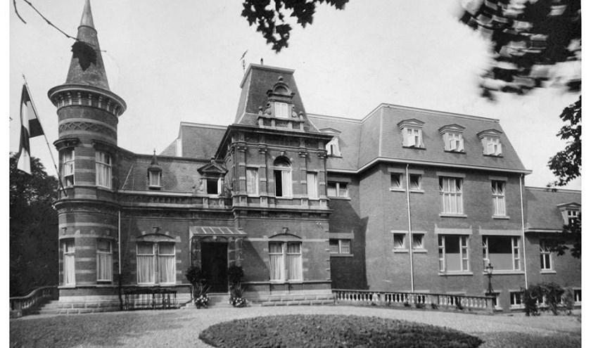 R.K. ziekenhuis met links de villa Kattenhaven. (Foto: Stedelijke Musea Zutphen)
