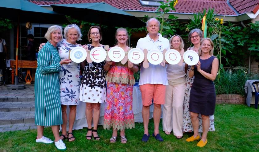 De organisatie van het tuinfestival met namens stichting Vrienden van Bawku Dirk Jan Pot en links naast hem Saskia van Bennekom. (foto: Ton Diepeveen)