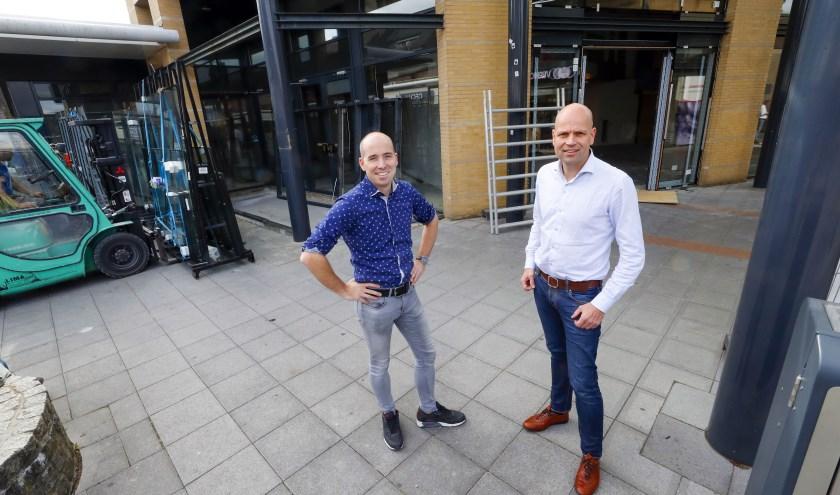 Op de foto staan links Jean-Paul van den Tillaar en rechts Edwin Groot Obbink; Tijn Verhoeven was met vakantie. FOTO: Bert Jansen.