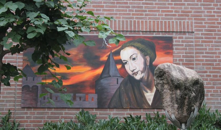De muurschildering van Hendrickje Stoffels aan de Misterstraat in Bredevoort.