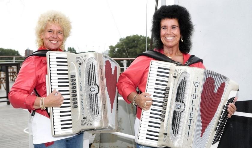 Vrijdag 6 september wordt de nieuwe single Waltz No. 2 van het Klaaswaals accordeon-duo gereleased. (Foto: Privé)
