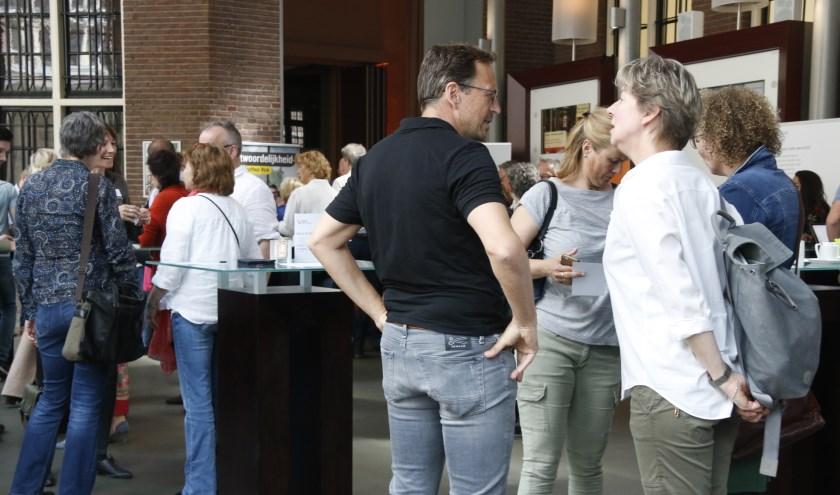 Foto: (Johan van Spanjen) Maandelijks doen 100 werkzoekende vijftigplussers nieuwe energie en ideeën op bij Netwerkcafé Utrecht.
