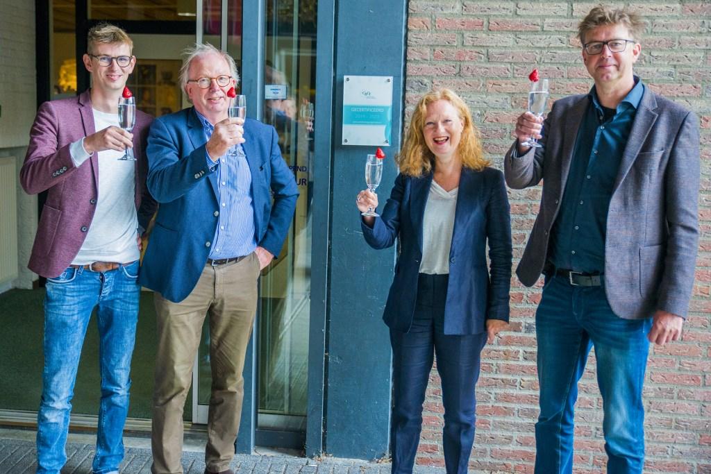 Proosten op de eerste landelijke certificering van Muzehof Centrum voor de Kunsten. (Foto: Pim Helmich)  © DPG Media