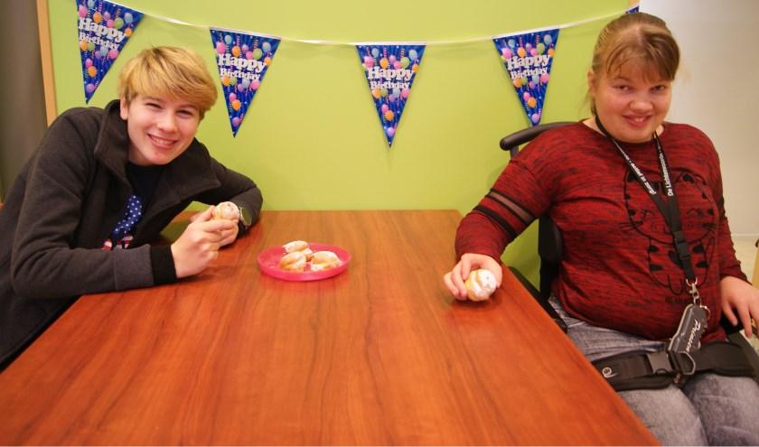 De Triviant heeft het tienjarig bestaan op een feestelijke wijze gevierd: met slingers, slagroomsoezen en taart natuurlijk!