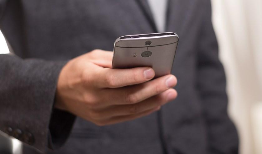 Klachten doorgeven kan straks via een app op je telefoon. (Foto: Niek Verlaan)