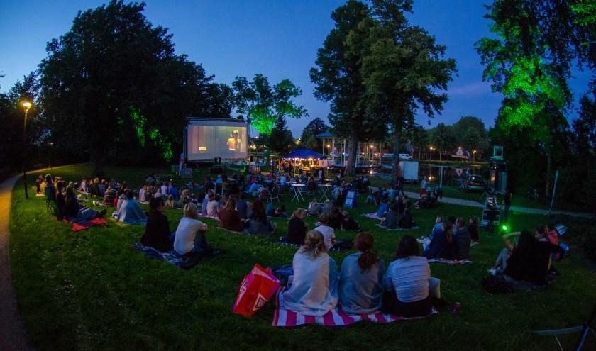 De succesvolle openluchtbioscoop in het Springerpark gaat 'on tour': op vrijdag 13 september wordt in Nieuwpoort een feelgoodmovie op groot scherm vertoond.