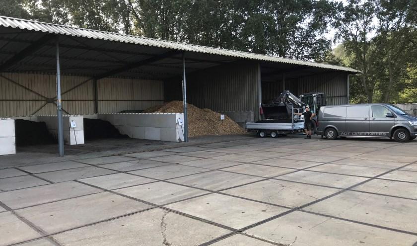 Bij Olde Bolhaar Eco Service kunnen bezoekers de aanhanger volladen. Potgrond en zand zijn er in grote hoeveelheden.