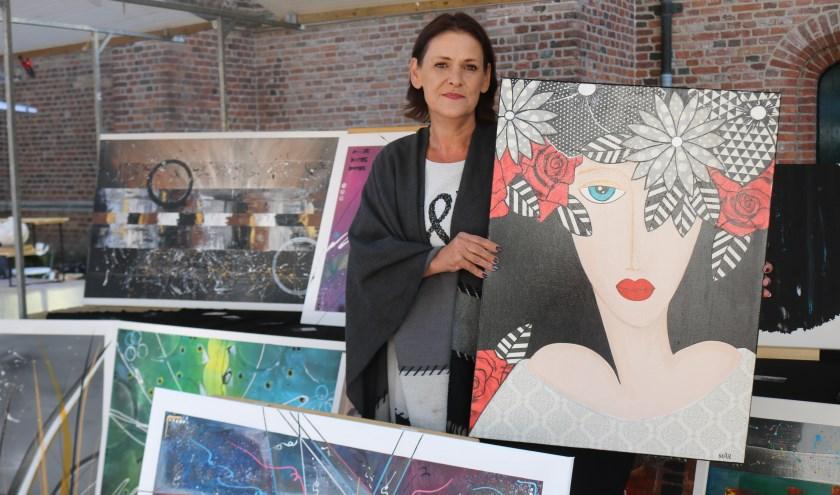 Marian Otten heeft door middel van autodidact het schilderen eigen gemaakt. (Foto: Arjen Dieperink)