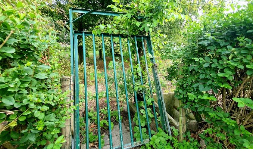 Het hek waarachter vele herinneringen liggen.