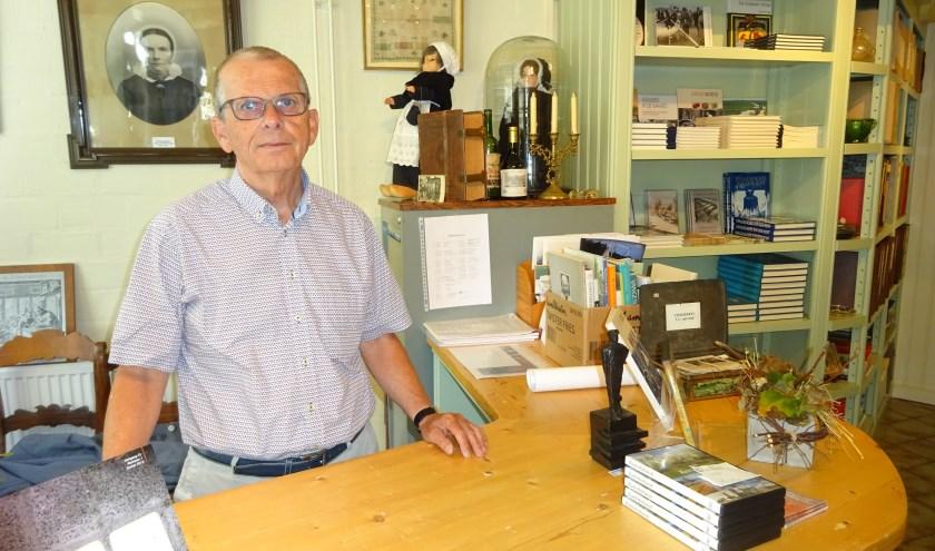 Peter van Wijngaarden is vicevoorzitter van de Historische Vereniging Hardinxveld-Giessendam. (Foto: Eline Lohman)