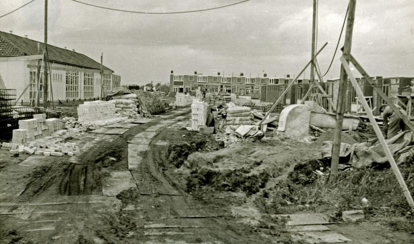 Het begon met het gedeelte tussen de wetering en de Rivierweg. Dat is op de foto uit 1961 te zien.