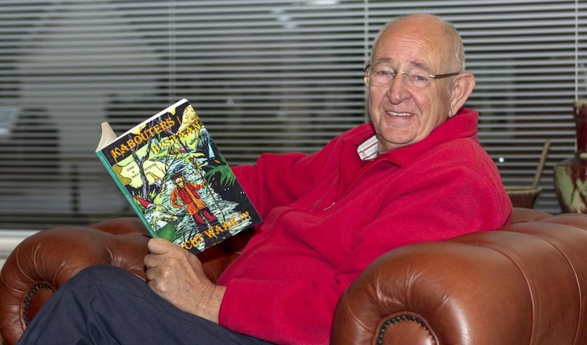 Voormalig onderwijzer John Rugers heeft een hoofd vol met verhalen. Een aantal zijn gebundeld in zijn eerste boek. (foto: Bas Bakema)