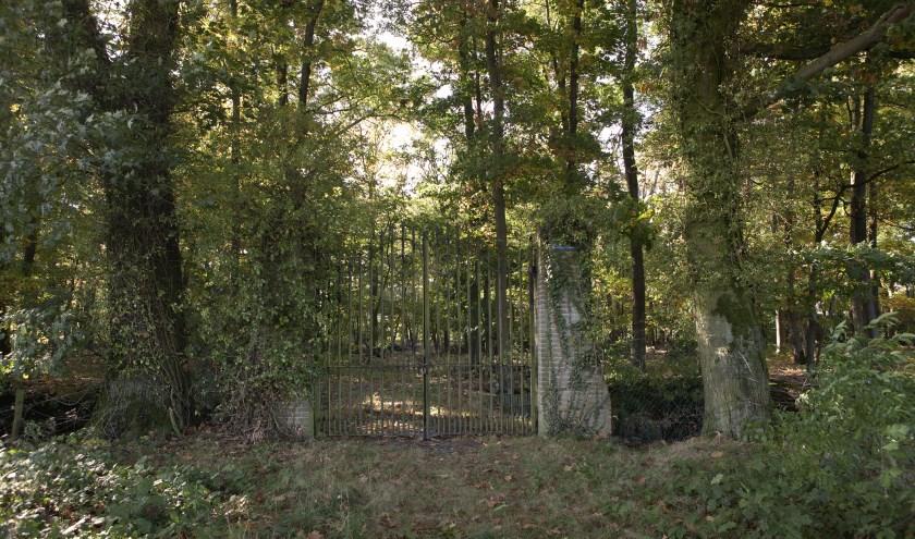 Het hek van de begraafplaats van de Wiegersma's is geopend op 15 september 2019. (foto: Museum De Wieger)