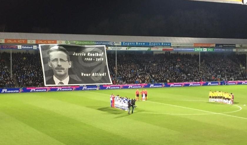 Het eerbetoon aan de overleden Jurrie Koolhof (1 februari). De rede van Colinda Tromp was emotioneel en indrukwekkend. (foto: De Gelderlander)