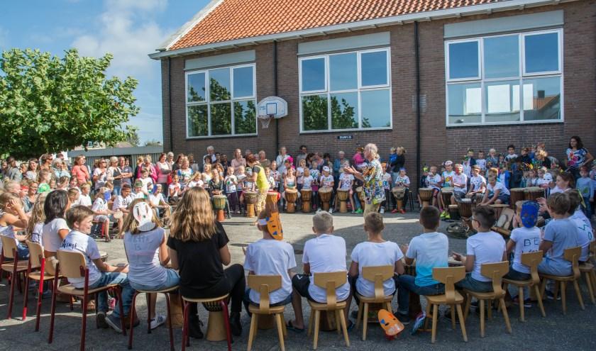 Het Braamfeest uit 2016, hier muziekles op het schoolplein van OBS Duiveland. FOTO: Saskia Folmer.