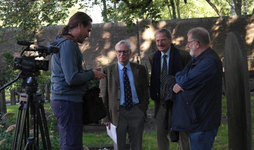 TV-Gelderland kwam opnames maken van de restauratie en sprak ook met de nazaten van de familie (in het midden Adriaan en Wouter)