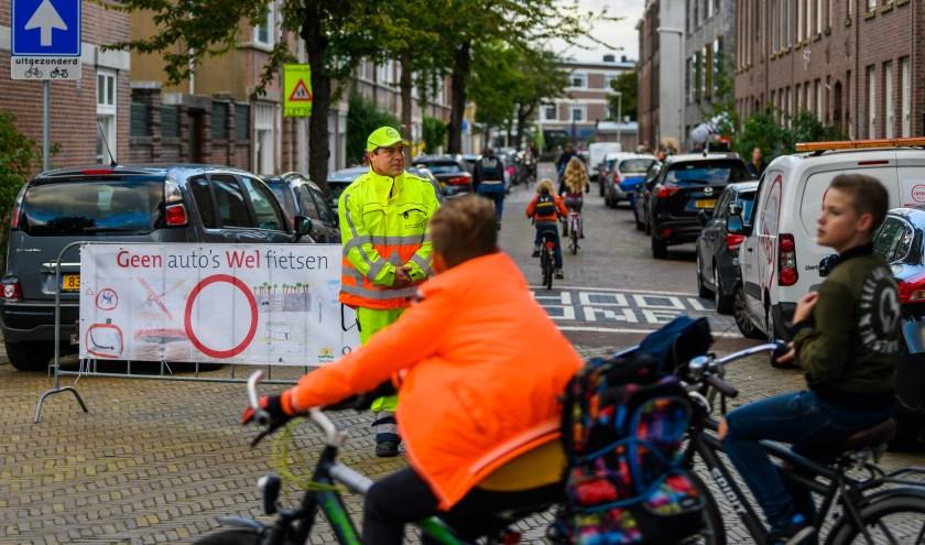 Schoolstraat Abeelstraat, Chr. Montessorischool de Abeel, geen auto's wel fietsen, K+R Kiss and Ride, bakfietsen