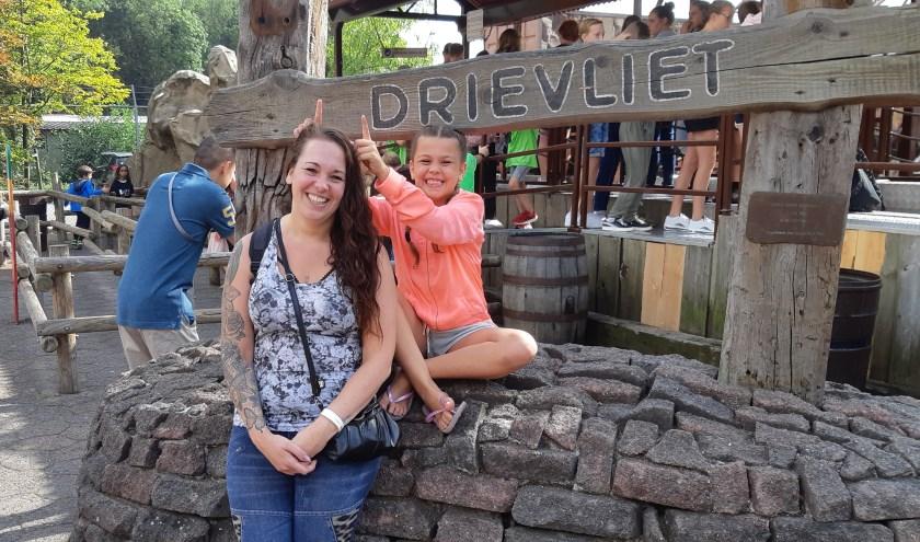 Dankzij Stichting Het Vergeten Kind genieten Gigi en dochter Giomy van een dagje Drievliet