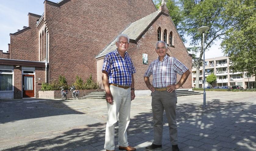 Links voorzitter Leo van der Geer en naast hem penningmeester Emile Weijters. Foto: Jurgen van Hoof.