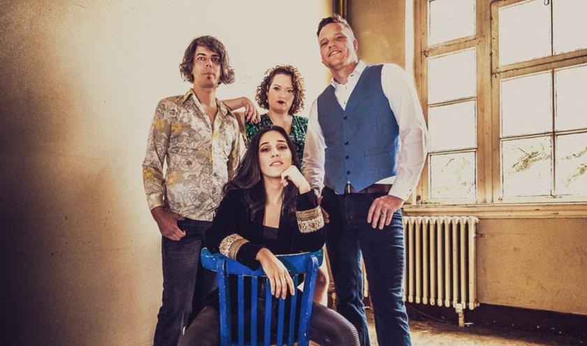 Een van de optredende bands is Bettie Bravo, een rock- enbluesband met pit.