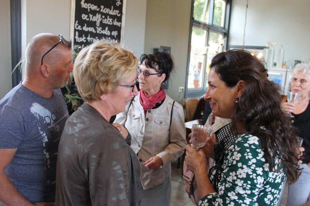 Lovende reacties en felicitaties voor het initiatief van Mariëlla Maglia (rechts)  Foto: Leo van der Linde © DPG Media