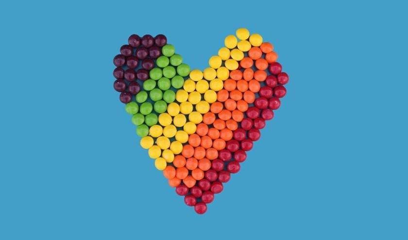 Hart in regenboogkleuren.