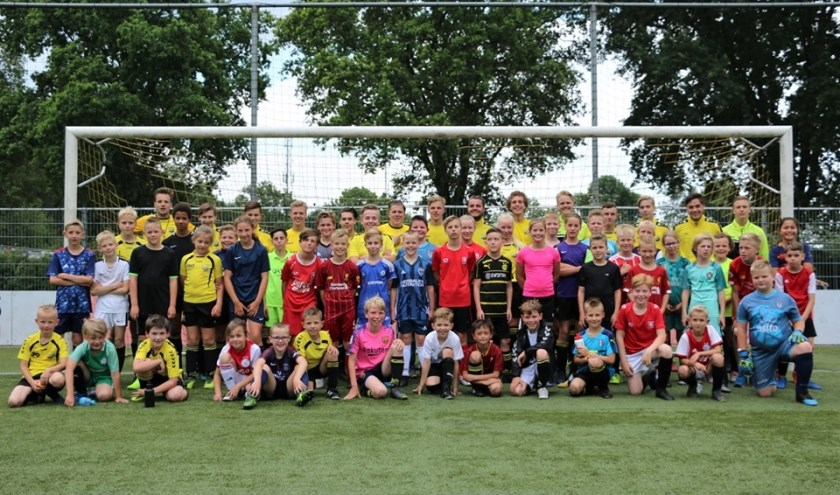 De deelnemers van vorig seizoen bijeen. Foto: B. Aman