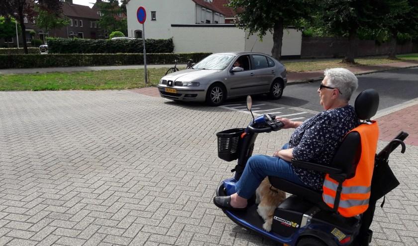 Alle scootmobielgebruikers woonachtig in de gekozen wijken, die bekend zijn bij de gemeente Valkenswaard, ontvangen een persoonlijke uitnodiging voor de training. Foto: VVN, afdeling Valkenswaard.