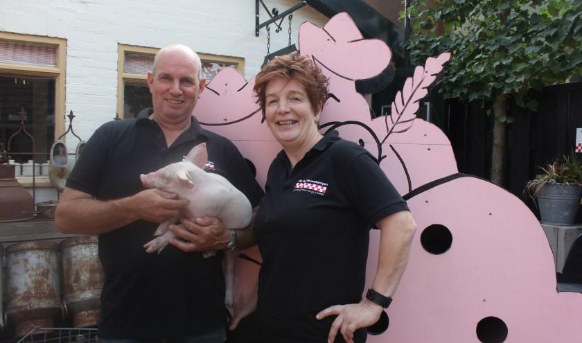 Eddy en Sjannie Leeyen maken samen met hun zonen graag tijd om iedereen kennis te laten maken met het leven van een varkensboer