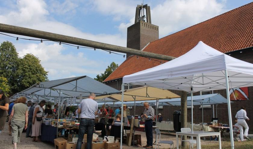 Geen toekomstige boekenmarkten meer op het terrein van de Koppelkerk Bredevoort.