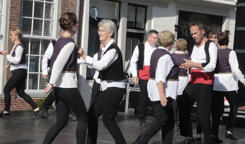 Er was genoeg te doen op monumetendag in Culemborg zoals deze volksdansgroep uit zustergemeente Hoogstraaten.