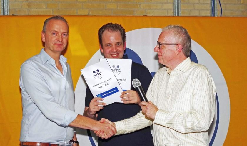 V.l.n.r. Dick van der Heiden (De Hypotheker), Vincent Schoemaker en René Honig (ATTC).