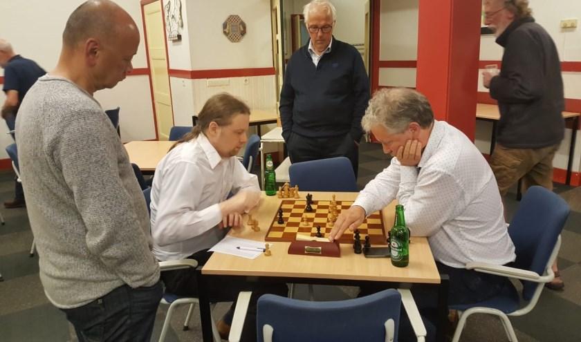 Martin Markering versloeg Hotze Tette Hofstra in de interne schaakcompetitie van BSV.