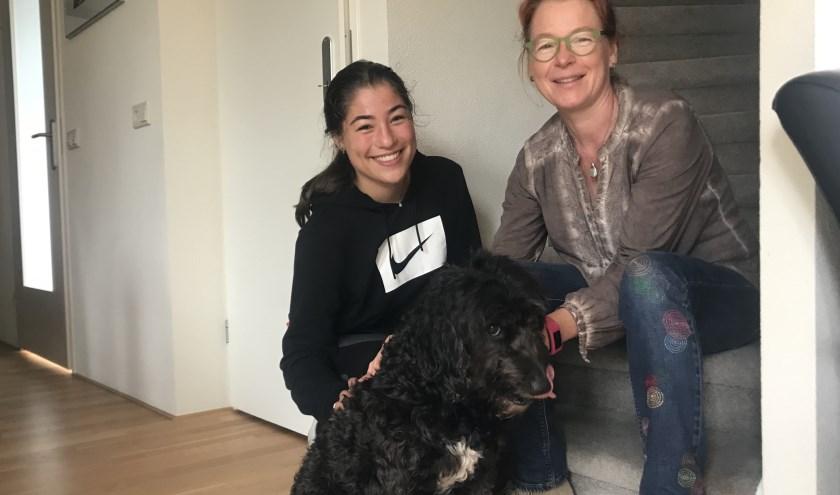 Marieke van den Heuvel is samen met dochter Sophie op zoek naar een lieve oppas voor hun Spaanse waterhond Dama.