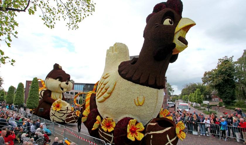 Corsogroep Lansink-Bluiminck wint de 90e editie met hun wagen 'Chocolade' waarop maar liefst 1000 kilo cacaopoeder was verwerkt.