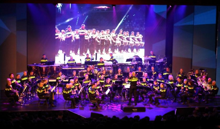Het Nederlands Politie Orkest komt woensdag 9 oktober naar Het Musiater met hun gratis toegankelijke voorstelling Cop 2000. (foto: PR)