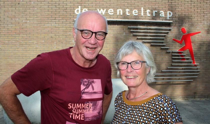 Leerkrachten Fred Hoogerwerf en Jeannine Harbers, vertrouwde gezichten op De Wenteltrap, zijn met pensioen. (Foto: Lysette Verwegen)