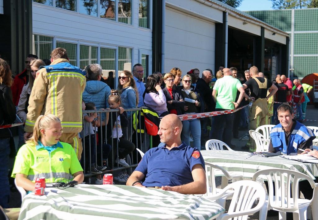 De wedstrijd trok toenemend publiek, dat de Brandweer Maarn-Maarsbergen veilig achter dranghekken hield.  © DPG Media